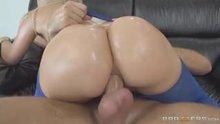 Hypnotizing butt pounding
