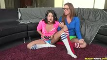 Shyla Jennings & Maddy O'Reilly play videogames