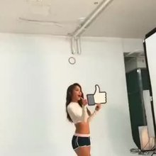HONG JIN YOUNG wants some likes.