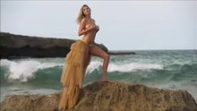 Even the famous ones can be naked and embarrassed...(Kate Upton)