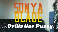 Sonya Blade drills her pussy